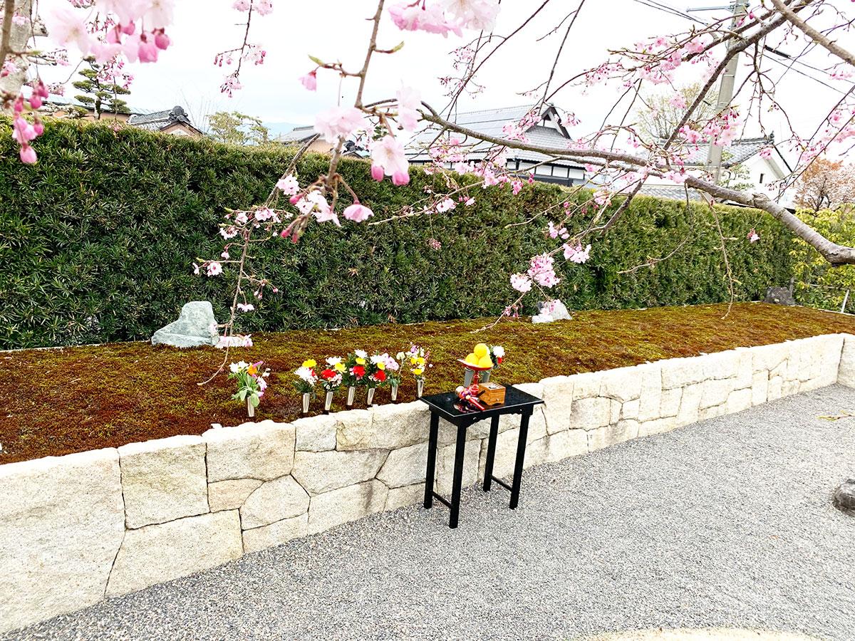 大源寺春の供養祭の墓前